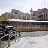 Viejo edificio del Mercado Central de Elche que se ha proyectado derruir para construir un nuevo complejo comercial
