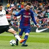 Leo Messi, en acción ante Guedes