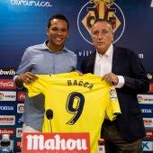 El delantero del Villarreal, Carlos Bacca, durante su presentación