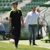 Pacheta dirige al Elche CF antes de ser expulsado frente al Real Mallorca.