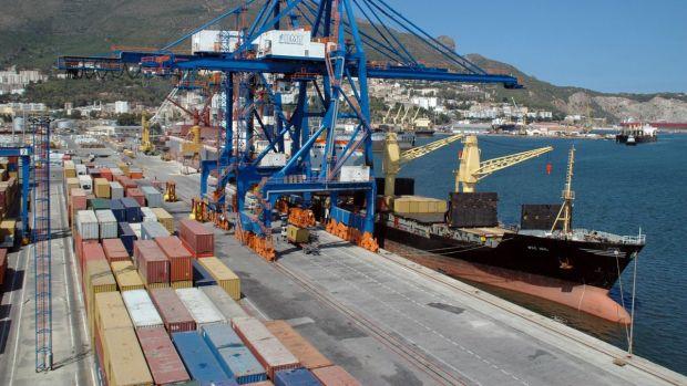Oltra considera que la CEV y el PP defienden intereses particulares en el puerto y el Consell el interés general