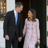 Los Reyes de España se dirigen una mirada cómplice
