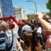 """Tensión a las puertas de la Audiencia de Navarra tras la resolución de la sentencia de 'La Manada': """"No es abuso, es violación"""""""