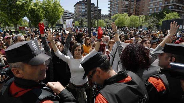Momentos de tensión en el Palacio de Justicia de Pamplona tras la sentencia de La Manada