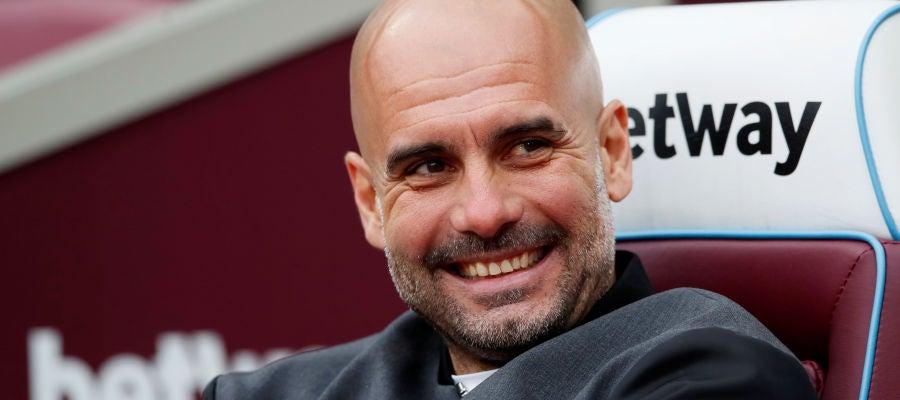 Guardiola sonríe en un partido del City