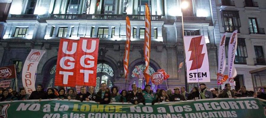 Protestas a favor de la educación pública y contra la Lomce