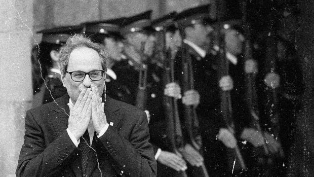 El desfile inaugural de la nueva república de las sonrisas protagoniza la tercera entrega del del noticiero catalán