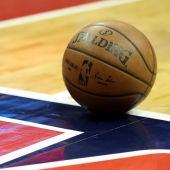Una cancha de baloncesto antes de un partido