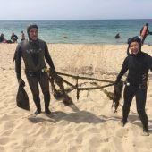 Algunos de los voluntarios durante la limpieza de fondos marinos en Playa de Palma