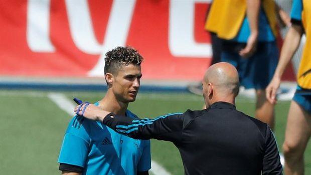 Cristiano Ronaldo junto a Zidane en el entrenamiento del Real Madrid