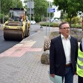 El concejal de Urbanismo, Alberto Lillo, ha visitado los trabajos de asfaltado en las calles del PERI de RENFE