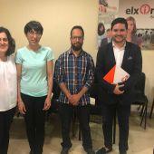 Los concejales Eva Crisol y David Caballero con miembros de AITEAL