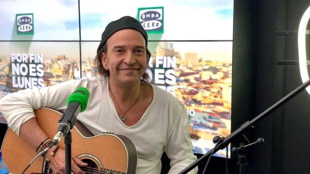 Álvaro Urquijo se suma a la iniciativa de Alsina y canta el Facciamo finta che