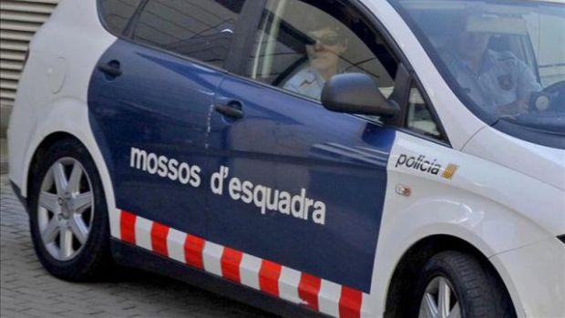 Los Mossos abaten a un hombre que ha entrado armado con un cuchillo en una comisaría de Cornellà
