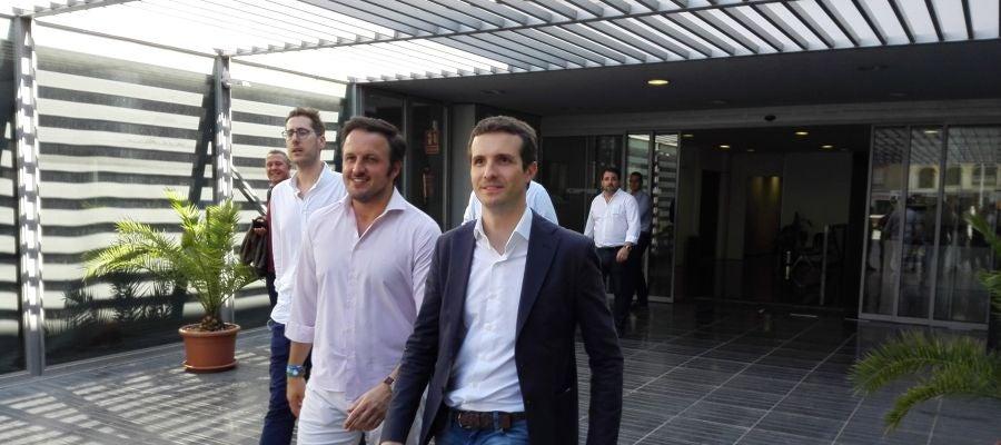 Pablo Casado y Pablo Ruz en el centro de congresos de Elche