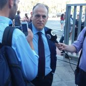 Javier Tebas, presidente de la LFP, a las puertas de la Ciudad de la Justicia de Elche.