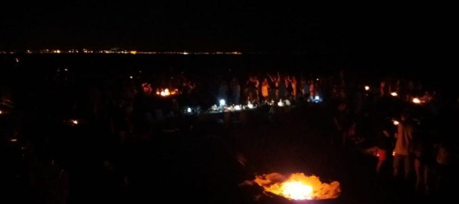 Hogueras en la Noche de San Juan en las playas de Elche
