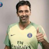 Buffon, con la camiseta del PSG