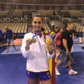 Lara González con la medalla de oro lograda en los Juegos del Mediterráneo de Tarragona.