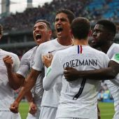 Francia celebra el gol de Varane ante Uruguay en los cuartos del Mundial de Rusia