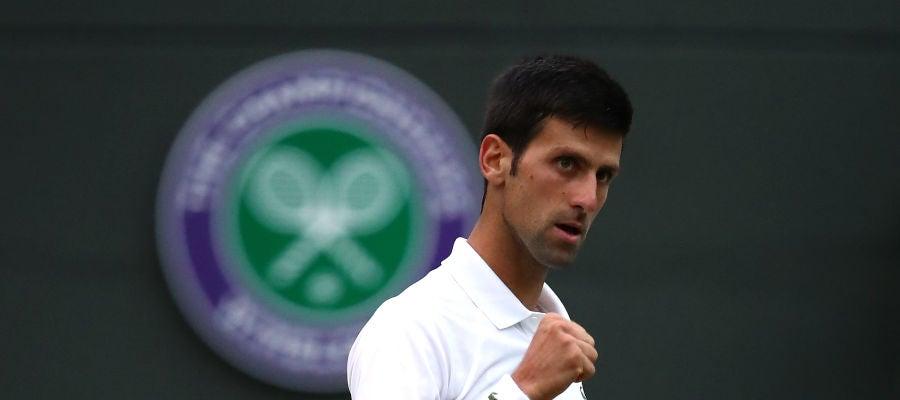 Djokovic celebrando un punto ante Khachanov