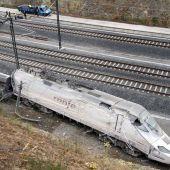 Vista del estado del tren tras el accidente en Santiago en julio de 2013