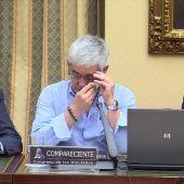 El maquinista del tren accidentado en Angrois se desploma en su comparecencia y pide que otro lea su intervención ante la comisión de investigación