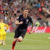 Mandzukic celebra el tanto en la prórroga ante Inglaterra