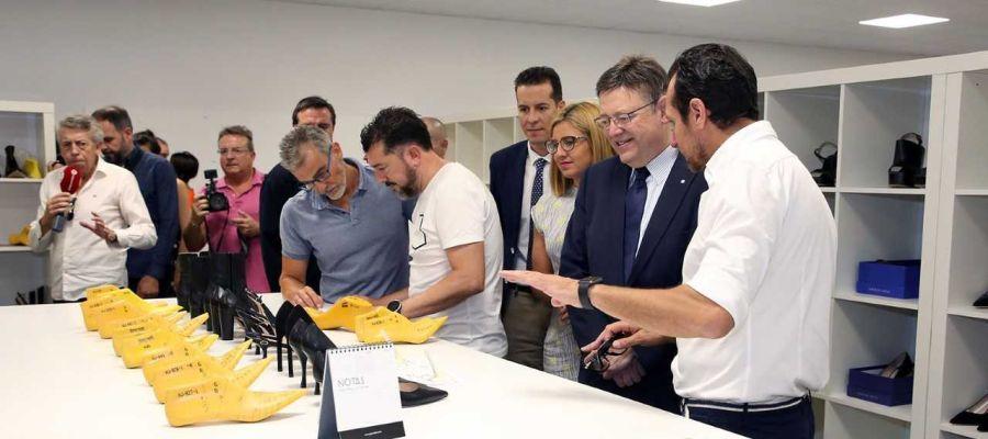 Ximo Puig, presidente de la Generalitat, en una empresa de calzado de Petrer