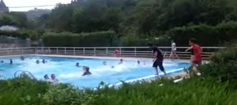El gesto solidario en las piscinas de Salinas de Añana