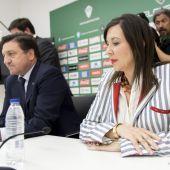 José Sepulcre y Mercedes Alonso, en la sala de prensa del estadio Martínez Valero.