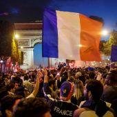 Los franceses celebran la clasificación de Francia para la final.