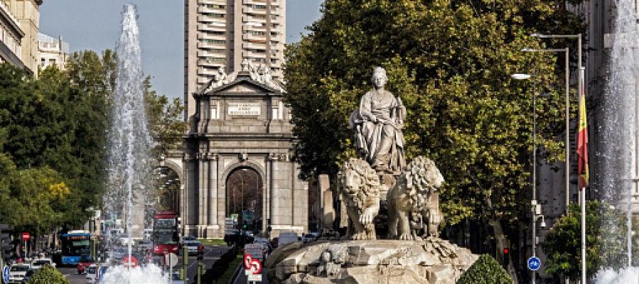 Cibeles con la Puerta de Alcalá al fondo