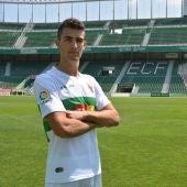 El delantero Claudio Medina es uno de los jugadores que el Elche CF aún no ha podido inscribir en LaLiga.