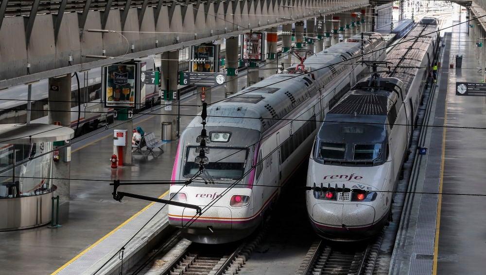 Trenes en la estación del AVE de Santa Justa, en Sevilla.