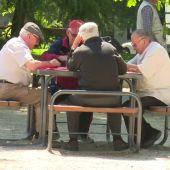 Los pensionistas cobran una 'minipaga' de 100 euros
