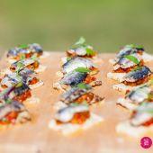 Tostas de sardinas en moraga