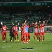 La UD Almería en el césped del Martínez Valero tras el último partido ante el Elche CF.