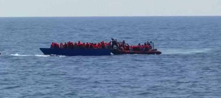 El buque 'Aquarius', con 141 inmigrantes a bordo, solicita un puerto para desembarcar
