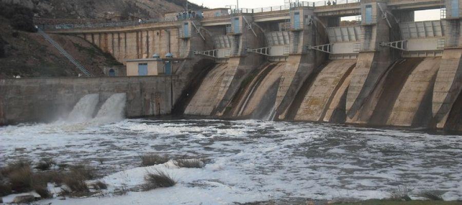 El Pantano del Vicario desembalsa má agua para incrementar el caudal ecológico del río