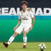 Álvaro Odriozola jugando con el Real Madrid