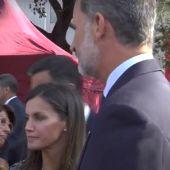 Gritos de apoyo al Rey en su llegada al acto de homenaje en Cataluña