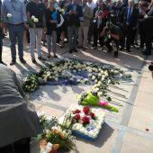 El mural que recuerda a las víctimas de los atentados en Cambrils lleno de flores por el aniversario