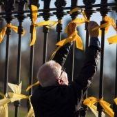 PP y Ciudadanos reclaman a la Fiscalía que actúe ante el aumento de agresiones por los lazos amarillos en Cataluña