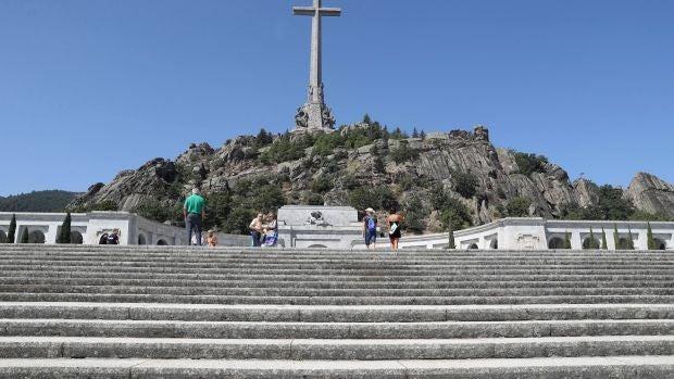 El Gobierno admite que puede quedarse sin tiempo para exhumar a Franco