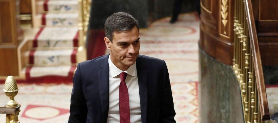 El presidente del Ejecutivo, Pedro Sánchez, entra al hemiciclo del Congreso de los Diputados