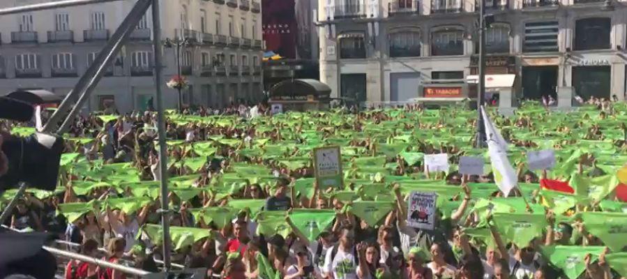 Miles de personas se concentran en Madrid para pedir la abolición de la becerradas