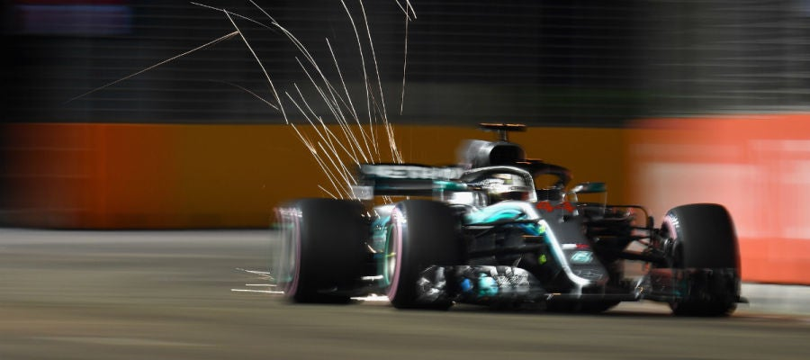 Hamilton, sobre el Mercedes