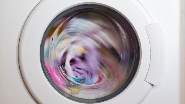 ¿Cada cuánto hay que lavar los bañadores y las toallas?