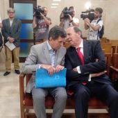 Jaume Matas junto a José María Rodríguez en la primera sesión del Juicio por el Caso Over